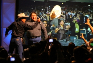PHOTO: Emilio tosses hat into audience